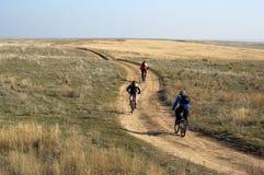 Tre motociclisti della montagna Fotografie Stock Libere da Diritti