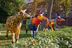 Tre mucche di plastica dipinte divertenti Fotografia Stock Libera da Diritti