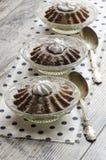 Tre muffin della zucca sul tovagliolo con i pois Immagini Stock