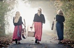 Tre musicisti nel paesaggio di autunno Fotografia Stock