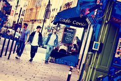 Tre musketörer i gator Paris Royaltyfria Foton