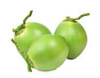 Tre nya gröna kokosnötter som isoleras på vit Royaltyfri Fotografi