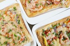 Tre nya pizza på plattan Royaltyfri Bild