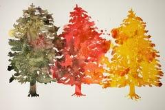 Tre olika kulöra julträd Arkivbilder