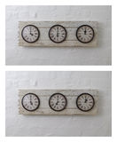 Tre orologi di viaggio della parete nelle fasce orarie differenti Fotografia Stock Libera da Diritti