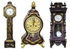 Tre orologi dorati dell'annata hanno isolato Immagine Stock