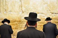 Tre ortodoxa judiska män Fotografering för Bildbyråer