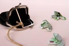 Tre paddor från hundra eurosedellås med handväskan Royaltyfria Bilder