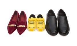 Tre paia delle scarpe per la mamma ed il figlio del papà su bianco con il ritaglio fotografie stock libere da diritti