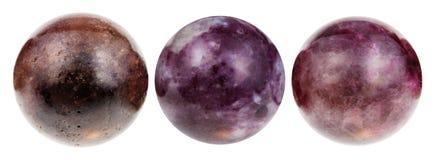 Tre palle dalla pietra preziosa della tormalina isolata Immagini Stock Libere da Diritti