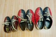 Tre par av skor för att bowla Arkivfoto