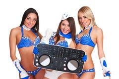 Tre partiflickor med dj-kontrollanten Arkivbild