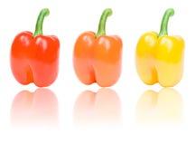 Tre peperoni con la riflessione isolata su bianco fotografia stock libera da diritti