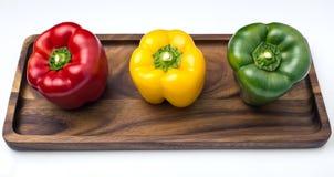 Tre peperoni dolci, rosso, giallo e verdi Fotografia Stock