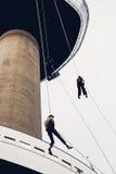 Tre personer som abseiling från Euromasten, står högt, Rotterdam, net Royaltyfria Foton