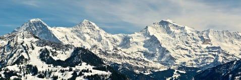 Tre picchi dominanti delle alpi di Bernese in Svizzera Immagini Stock Libere da Diritti