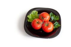 Tre pomodori con insalata su un piatto Fotografia Stock