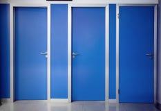 Tre porte chiuse Immagine Stock