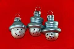 Tre pupazzi di neve dell'albero di Natale Immagini Stock