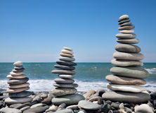 Tre pyramider av stenar för meditation Fotografering för Bildbyråer