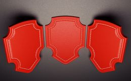 Tre röda etiketter eller etiketter över svart läderbakgrund Arkivbilder