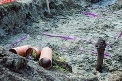 Tre rör i det jord- diket för framställning av rörledningen Arkivbild