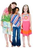 Tre ragazze che si levano in piedi insieme Immagine Stock