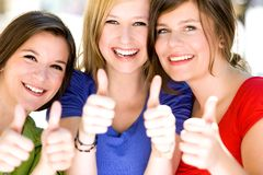 Tre ragazze con i pollici in su Immagine Stock Libera da Diritti