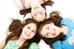 Tre ragazze teenager. Formazione, feste. Fotografia Stock Libera da Diritti