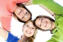 Tre ragazze in una calca Fotografie Stock
