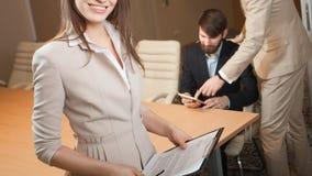 Tre responsabili che si incontrano nell'ufficio Immagine Stock