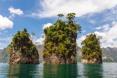 Tre rocce nel lago lan di Cheow Fotografia Stock