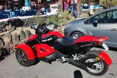 Tre-rullad sportcykel i parkeringsplatsen arkivfoton