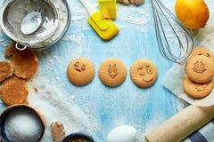 Tre runda kakor med sinnesrörelser, framsidor med sinnesrörelser Royaltyfria Foton