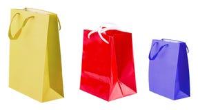 Tre sacchetti della spesa colorati su bianco illustrazione vettoriale