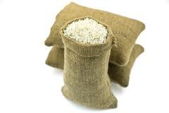 Tre sacchi in pieno di riso grezzo Fotografie Stock Libere da Diritti