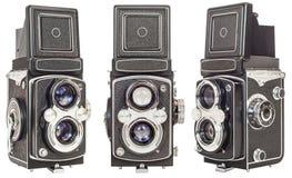 Tre samma gör gamla tvilling- isolerade Lens reflexkameror på vit bakgrund Arkivbilder