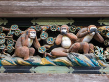 Tre scimmie saggie famose al santuario di Toshogu a Nikko, Giappone Fotografie Stock Libere da Diritti