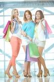 Tre shoppare Arkivfoto