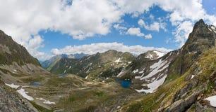 Tre sjöar i bergen royaltyfri foto