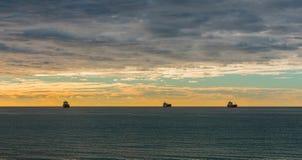 Tre skepp som navegating på moring arkivfoton