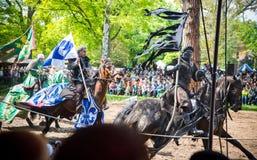 Tre skickliga ryttare på den medeltida festivalen Fotografering för Bildbyråer