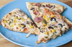Tre skivor av pizza Arkivfoto
