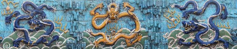 Tre skräckinjagande drakar på niona Dragon Wall Royaltyfria Foton