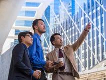 Tre soci commerciali asiatici Immagine Stock