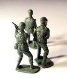 Tre soldati di plastica dalla parte posteriore immagini stock libere da diritti