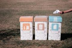 Tre soptunnor för separat sortering för ekologin av jorden fotografering för bildbyråer