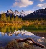 Tre sorelle Rocky Mountains al tramonto Immagini Stock Libere da Diritti