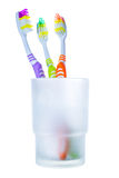 Tre spazzolini da denti variopinti in vetro Immagini Stock