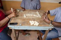 Tre spela dominobrickor arkivfoto